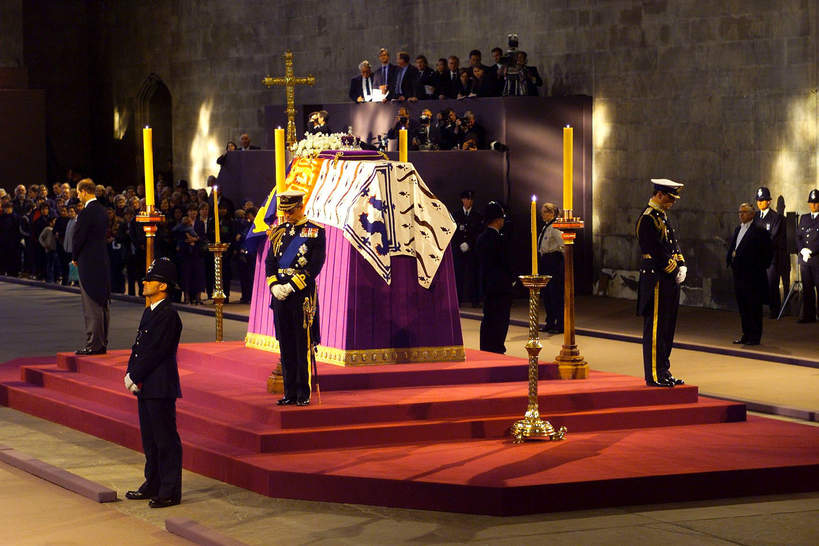 Pogrzeb Królowej Matki. Tak chowano matkę Elżbiety II