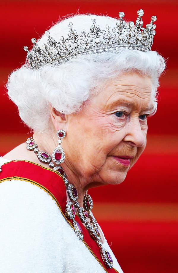 Królowa Elżbieta II abdykuje