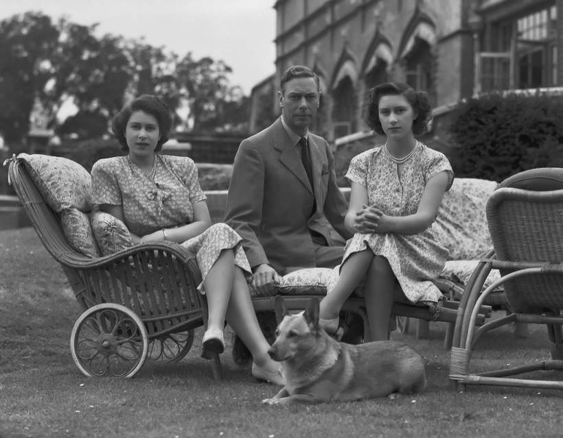 królowa Elżbieta II corgi