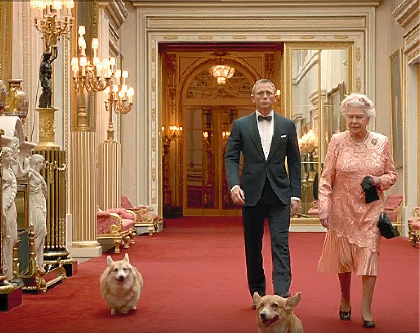Królowa Elżbieta II i Daniel Craig, James Bond z psami rasy corgi, psy królowej, pies królowej