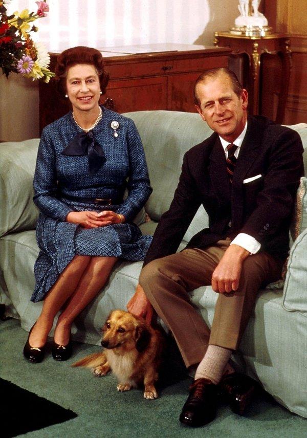 Królowa Elżbieta II i książę Filip i psami rasy corgi, psy królowej, pies królowej