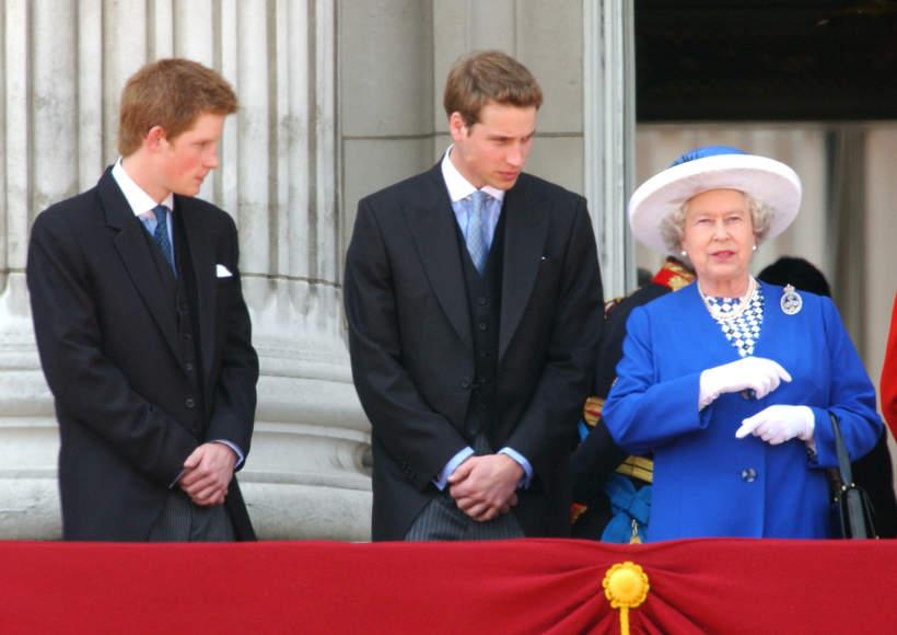 Królowa Elżbieta II, książę Harry, książę William