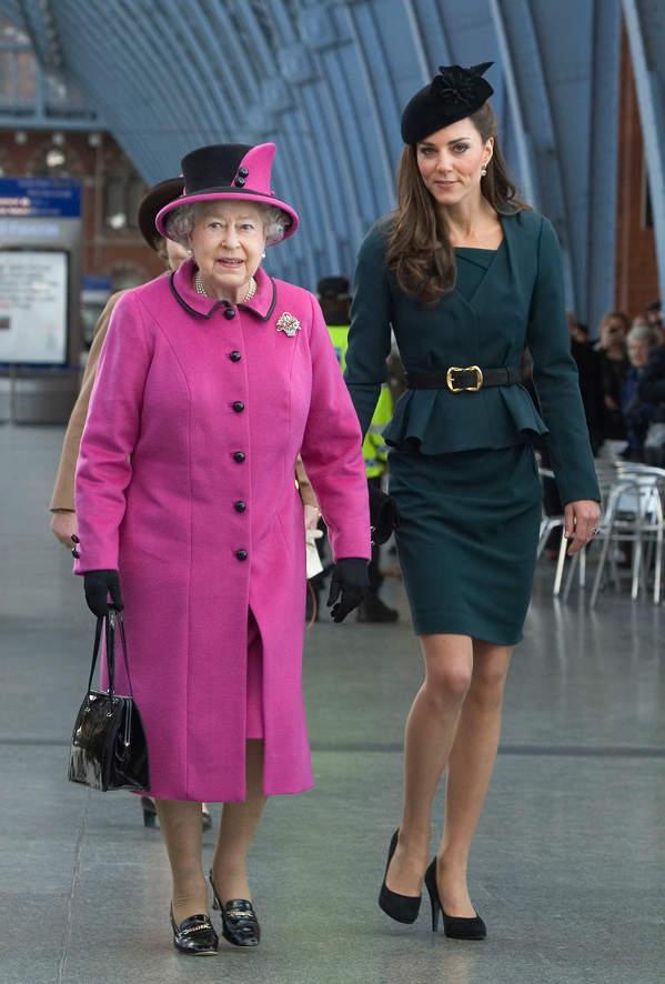 królowa Elżbieta II płaszcz