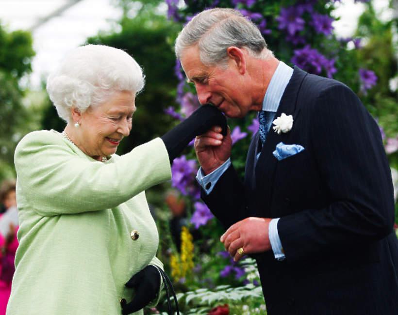 Królowa Elżbieta II syn książęKarol