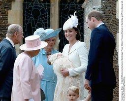 Królowa Elżbieta II w drodze na chrzest księżniczki Charlotte