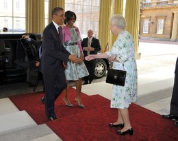 Królowa Elżbieta II wita Michella i Baracka Obamów