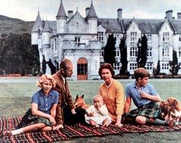 Królowa Elżbieta II z rodziną i psami rasy corgi, psy królowej, pies królowej
