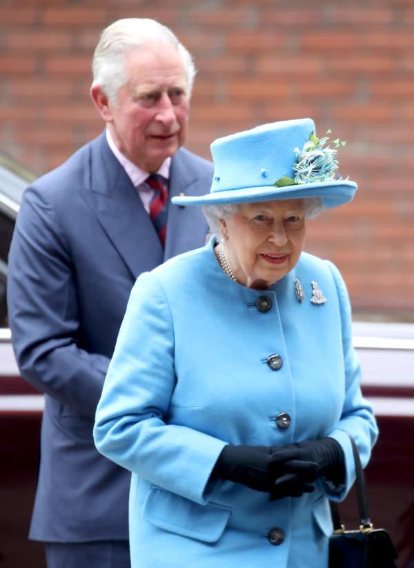 Królowa Elżbieta II z synem