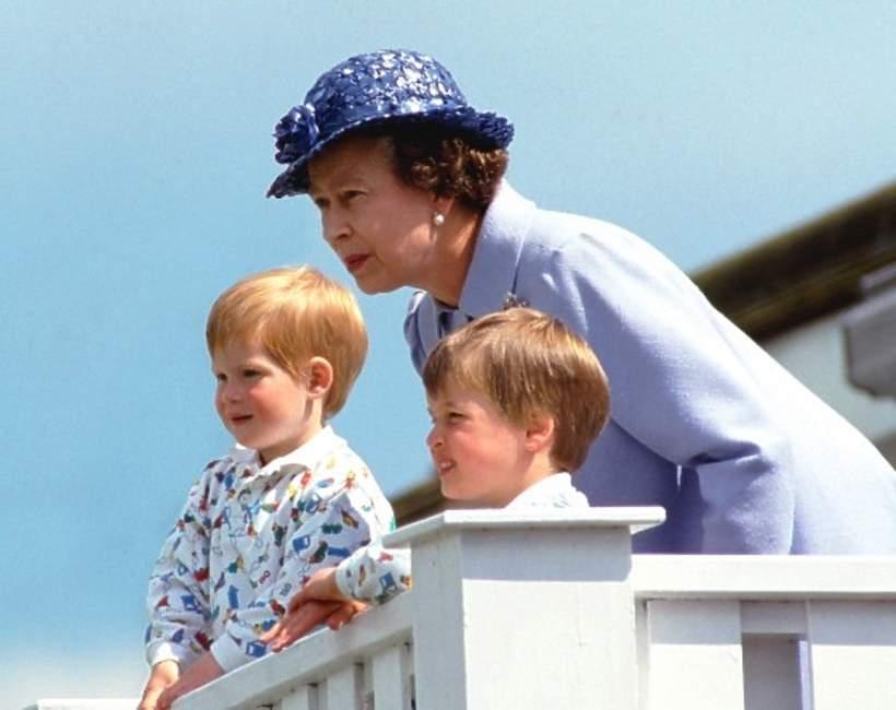 Królowa Elżbieta II z wnukami