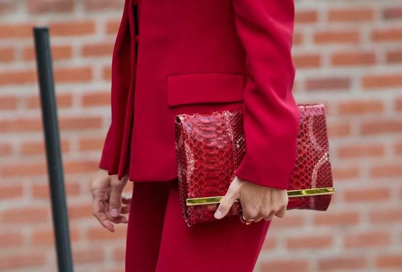 królowa-Letizia-czerwona-stylizacja-2020