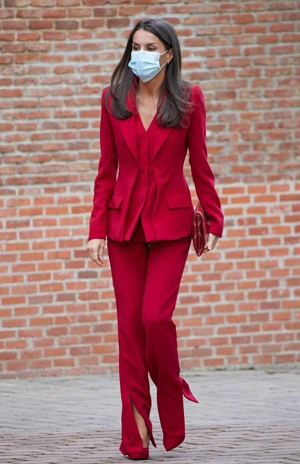 królowa-Letizia-czerwona-stylizacja-2020królowa-Letizia-czerwona-stylizacja-2020