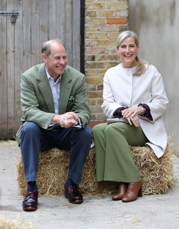Książę Edward i hrabina Sophie. To oni zastąpią Meghan i Harry'ego?