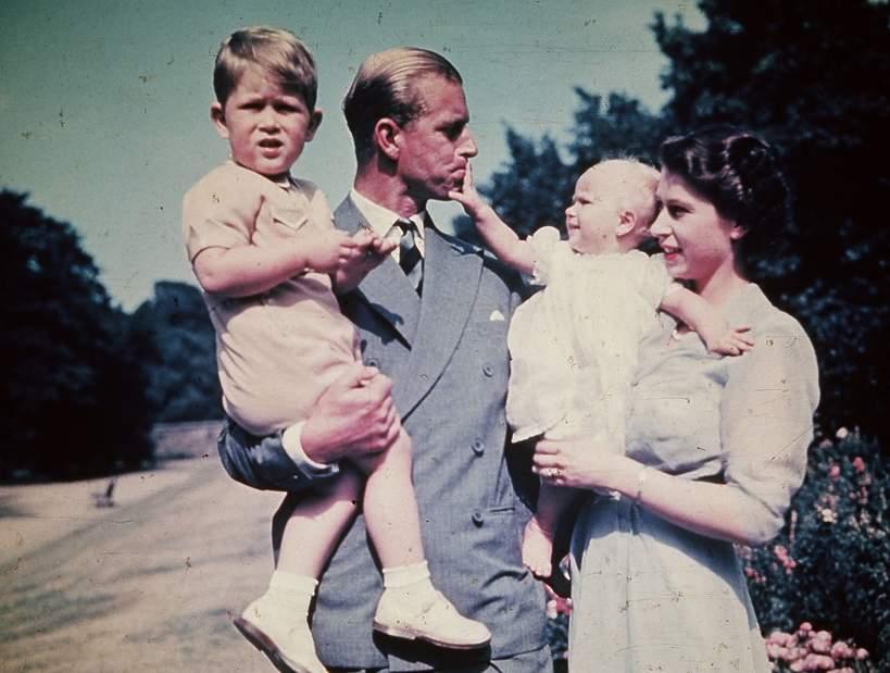 książę Filip jako ojciec, królowa Elżbieta II dzieci