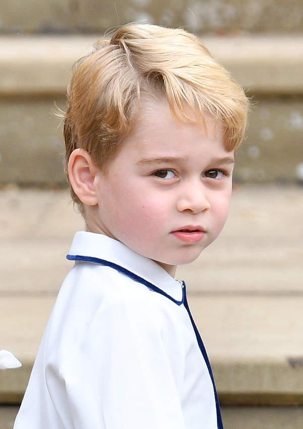 książę George w garniturze