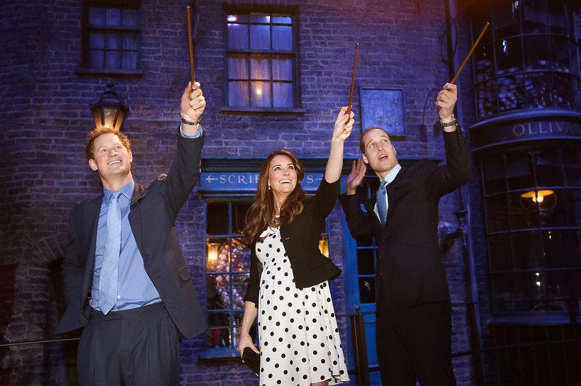 Książę Harry, książę Wiliam i księżna Kate bawią się w Harryego Pottera
