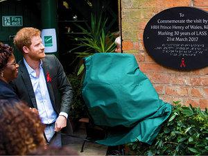 Książę Harry śladem księżnej Diany
