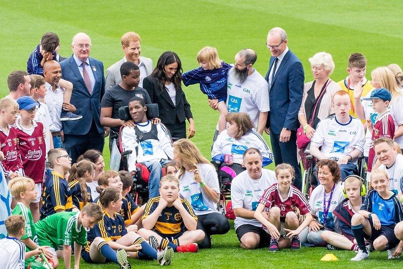 Książę Harry z dziećmi, księżna Meghan z dziećmi, Harry i Meghan z dziećmi, para książęca Sussex