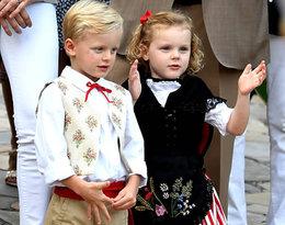 Urocze książęta z Monako w tradycyjnych strojach to najsłodsze co dziś zobaczycie!