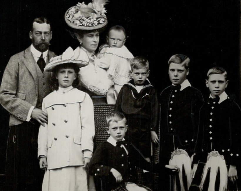 książę Jan, król Jerzy V z rodziną, brytyjska rodzina królewska