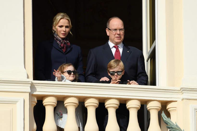 Księżna Charleen i książę Albert II z Monako z dziećmi