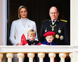 Książęca para Monako pokazała się z dziećmi. Wszyscy patrzyli na księcia Alberta!