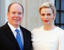 Książęca para Monako podzieliła się oficjalną świąteczną fotografią. Jak wygląda Charlene?