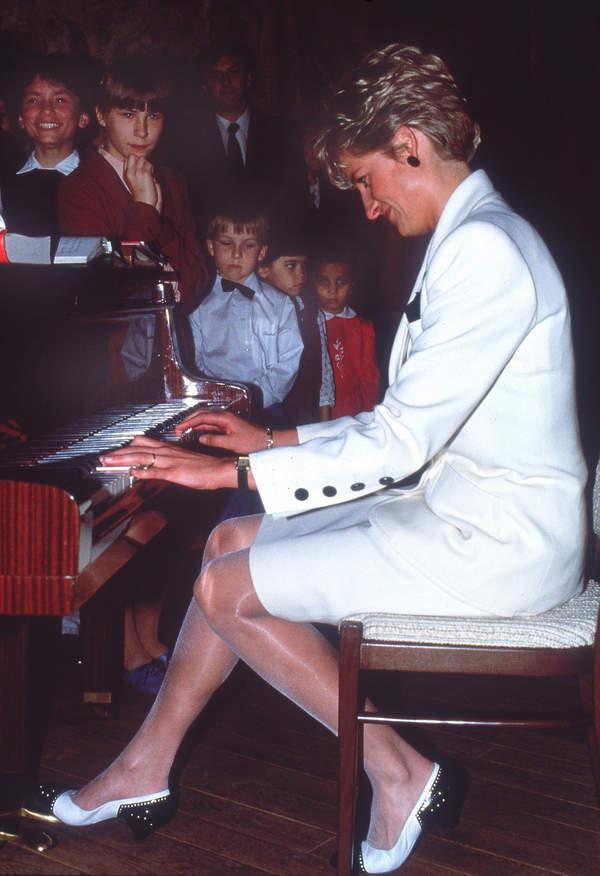 Księżna Diana grała na pianinie