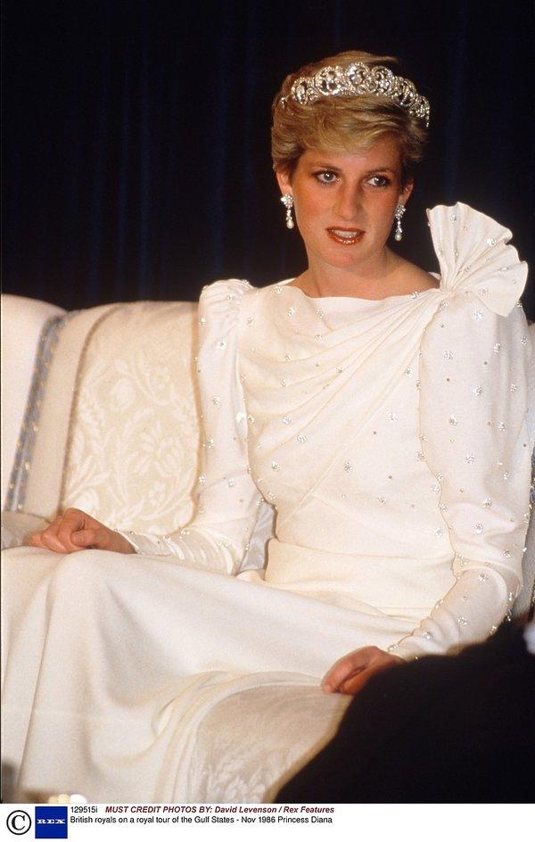 księżna Diana w tiarze