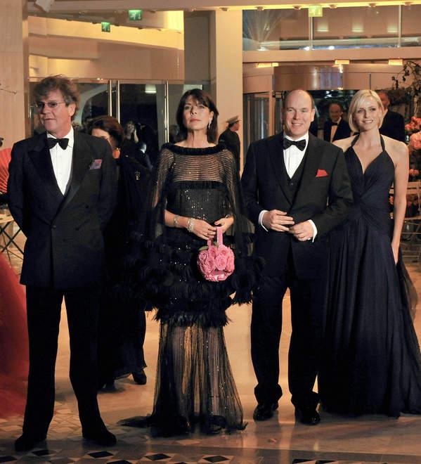 Księżna Karolina z mężem księciem Ernestem oraz książę Albert i jego żona księżna Charlene.jpeg