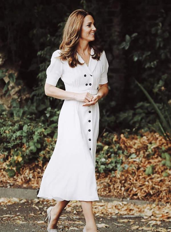 księżna-kate-biała-sukienka-2020