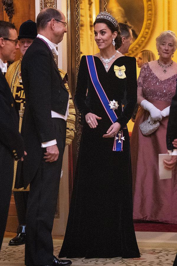 Księżna Kate czarna suknia