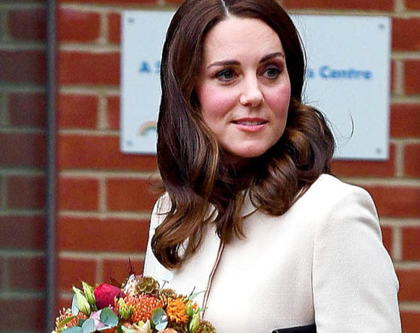 księżna Kate, kremowy płaszcz