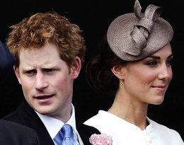 Fotograf pokazał zdjęcia imprezujących Kate, Williama i Harry'ego!