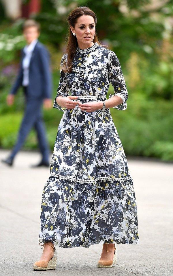 księżna Kate, kwiecista sukienka