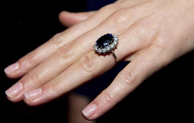 księżna Kate pierścionek zaręczynowy