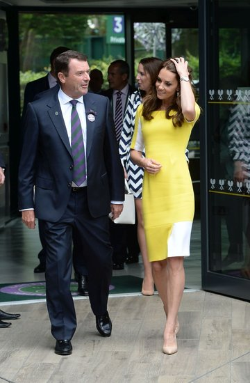 Księżna Kate przeczesuje włosy