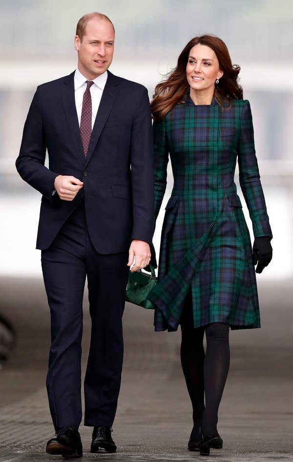 Księżna Kate stylizacja płaszcz w kratkę