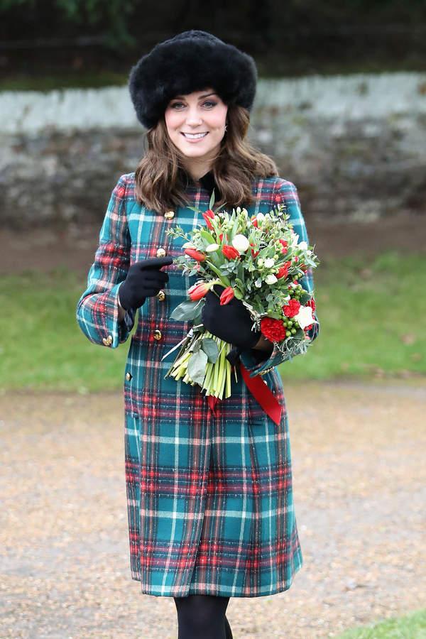 Księżna Kate stylizacja zimowa w kratkę