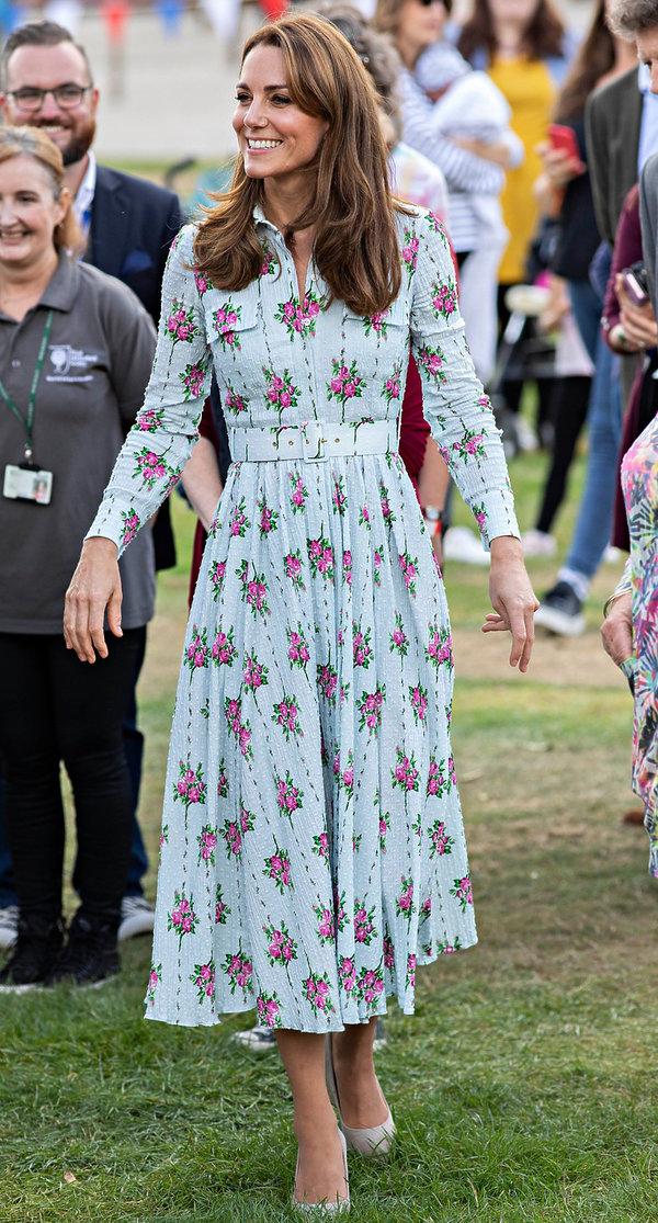 Księżna Kate sukienka w kwiaty 2019