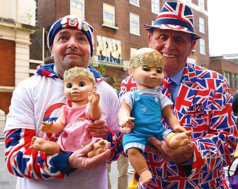 Księżna Kate urodziła, tłumy pod szpitalem