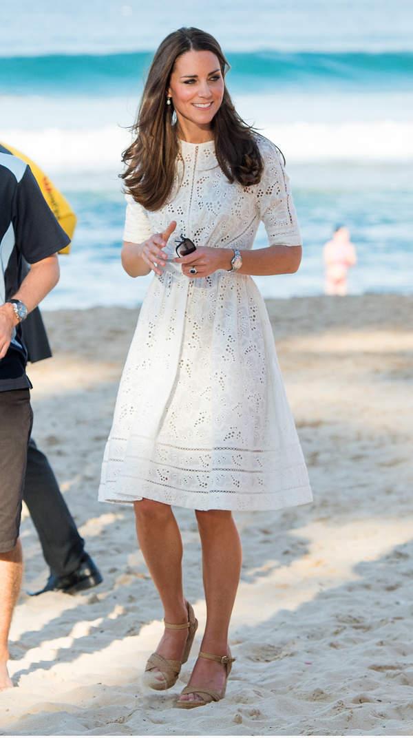 ksiezna-kate-w-bialej-sukience-podobny-fason-stworzyla-znana-sieciowka-marks-spencer