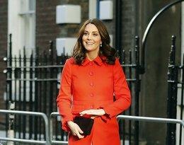 Księżna Kate w czerwonym płaszczu
