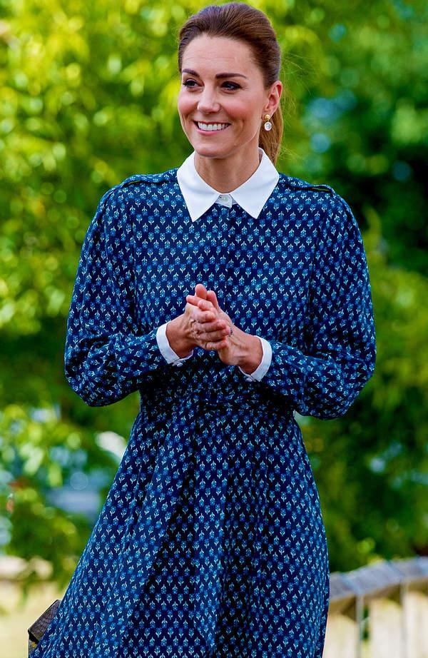 ksiezna-kate-w-modnej-sukience-z-kolnierzykiem-na-lato-2020-wiemy-gdzie-kupisz-podobna