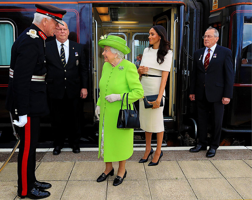Księżna Meghan, królowa Elżbieta II