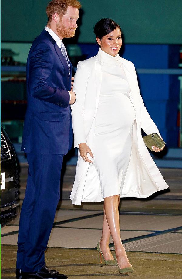 Księżna Meghan w białej sukience