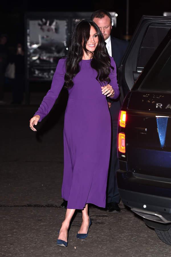 księżna Meghan w fioletowej sukience