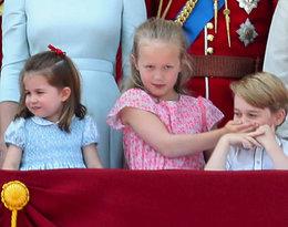 Zapłakana Charlotte i rozrabiający George skradli babci całe show!