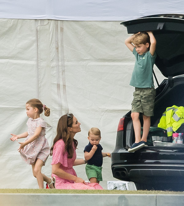 Księżniczka Charlotte, księżna Kate, książę Louis, książę George