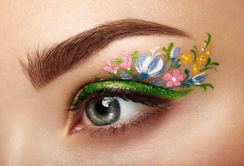 kwiaty na powiekach makijaż 2021
