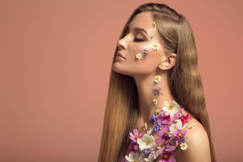 kwiaty w makijażu wiosna 2021